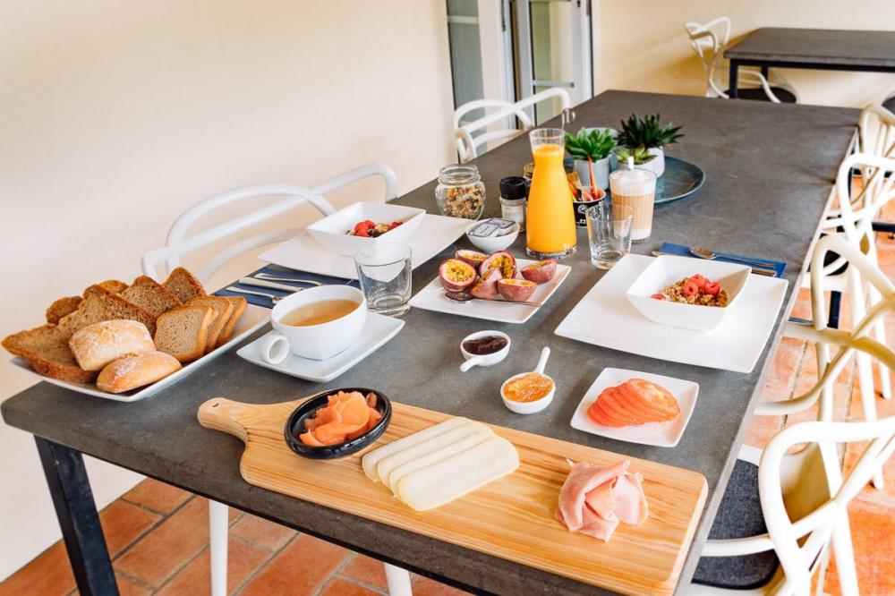 Wide-ranging breakfast at B&B Casa Porta Azul