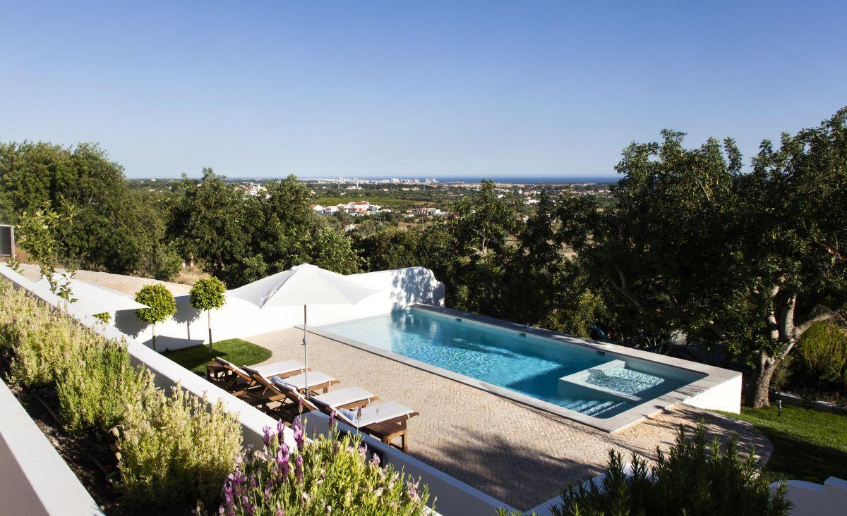 Private heated pool holiday home
